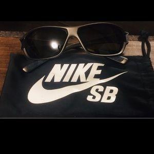 Nike men's sunglasses like new